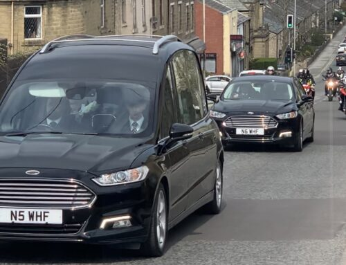 CARL FOGARTY PAYS RESPECT TO LOCAL SIDECAR CHAMPION DAVE HOLDEN AT HIS FUNERAL CORTEGE